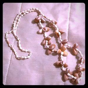 Vintage boho medium length seashell necklace EUC